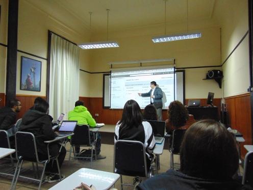 Gonzalo Huanca, impartiendo taller de Facebook for Business a alumnos del MBA del Universidad de Valparaíso.