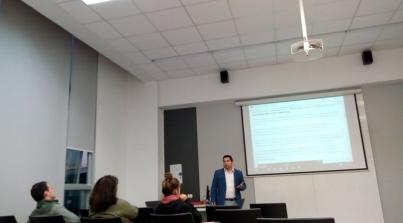 Charla del uso de Redes Sociales para negocios y empresas, a alumnos de Advance UNAB.