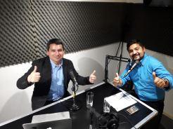 """En Radio Lab, hablando de gestión de redes sociales y marketing digital junto a Michael Ibaceta conductor del programa """"Emprendedores en linea"""""""
